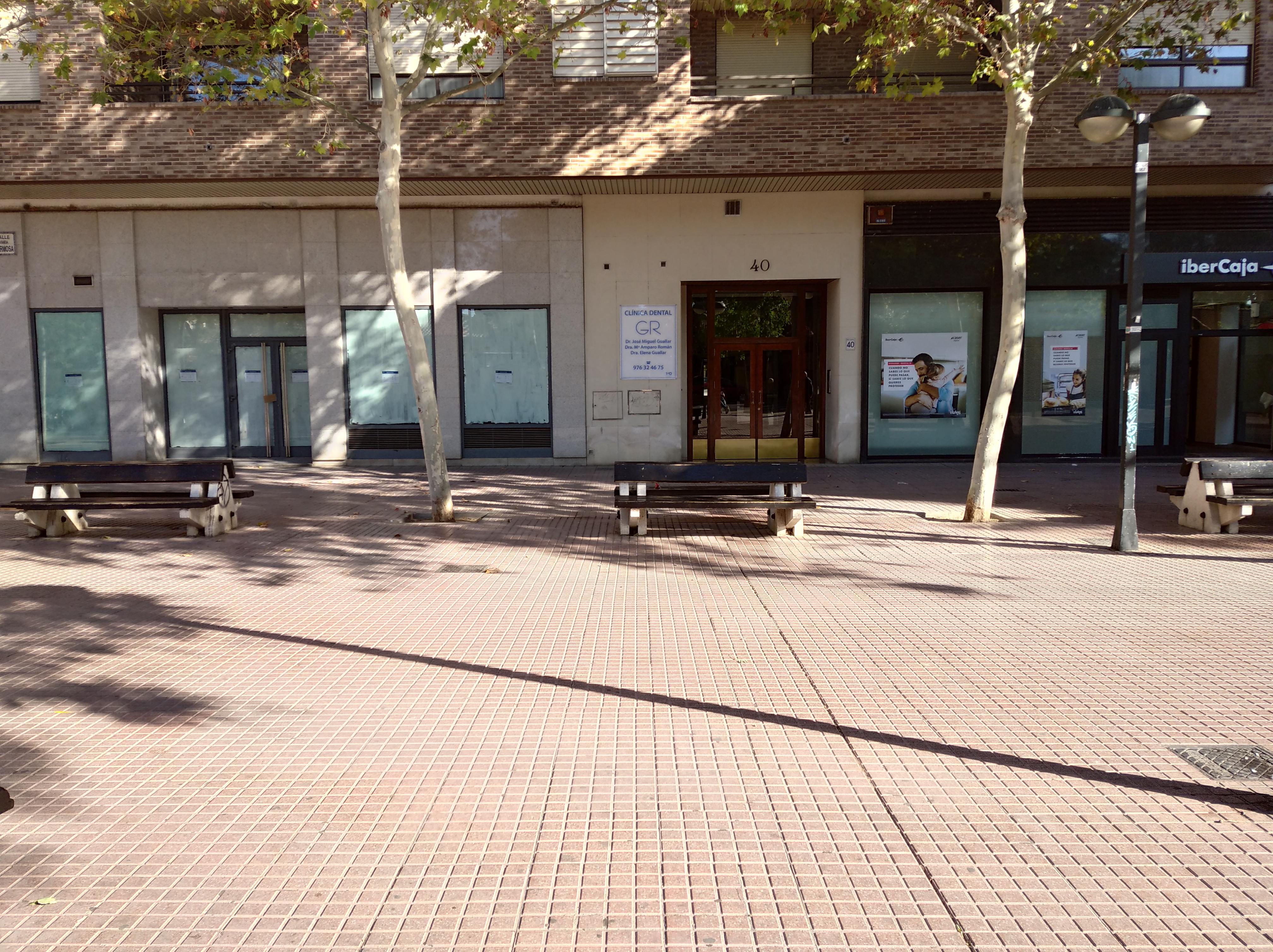 SE ALQUILA local instalado como oficina bancaria en Avenida Duq. Villahermosa con la calle Delicias